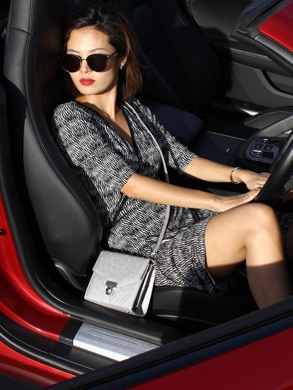 silver-square-ostrich-leather-handbag2